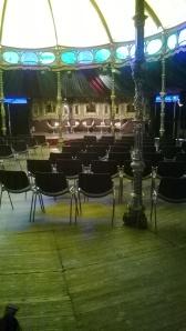 L'intérieur du Magic Mirror 1, un des lieux pour les tables rondes!